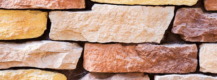 Façade imitation pierre à Roussillon